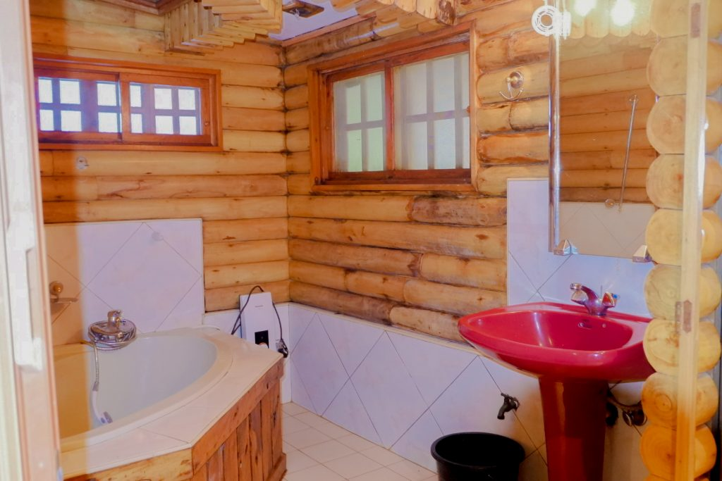 "ALT=""bathroom villa elma quezon"""