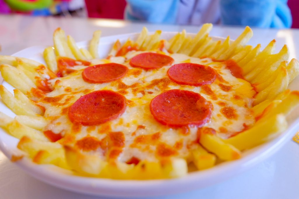 "ALT=""khloe's dream cafe nachos fries pizza"""
