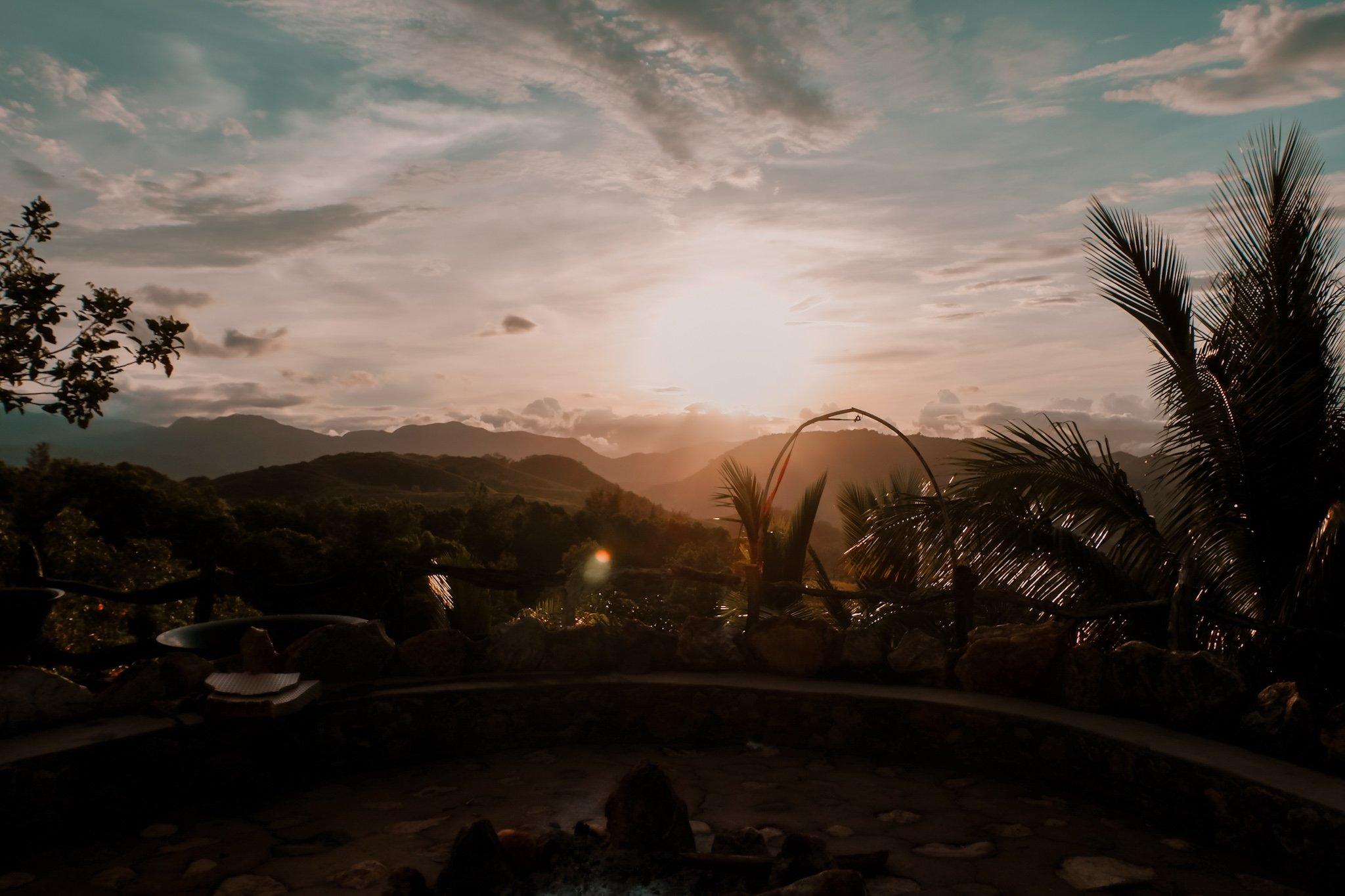 """ALT=""""el patio razon sunrise view"""""""