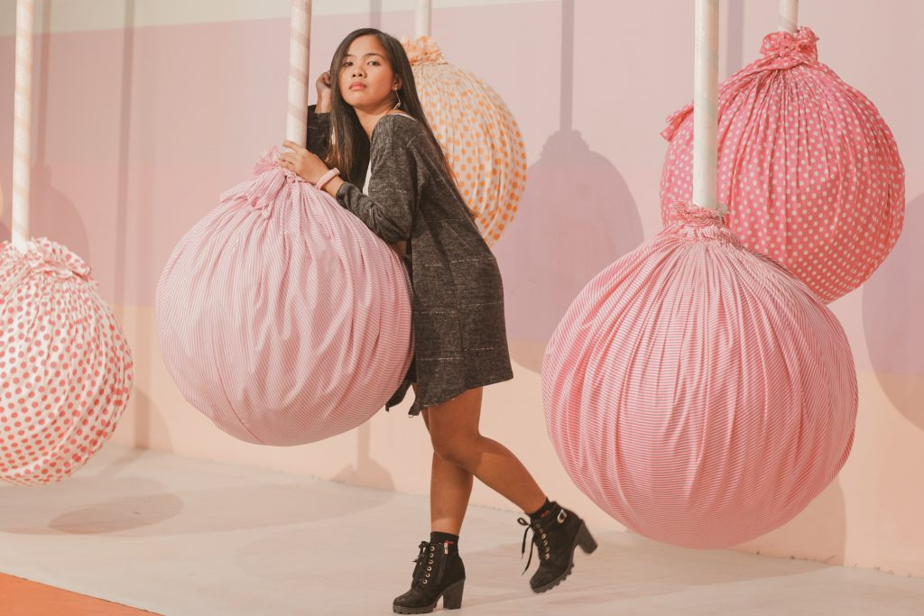 """ALT=""""the dessert museum with the cake pops inside"""""""