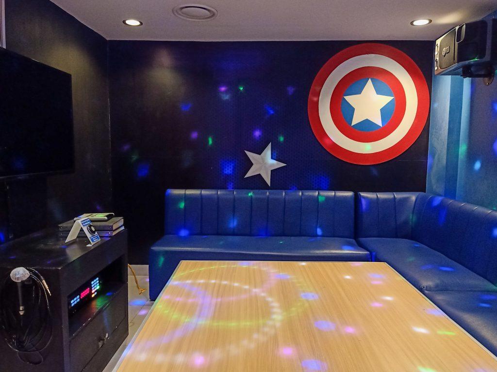 """ALT=""""captain america ktv themed room at go kizip"""""""
