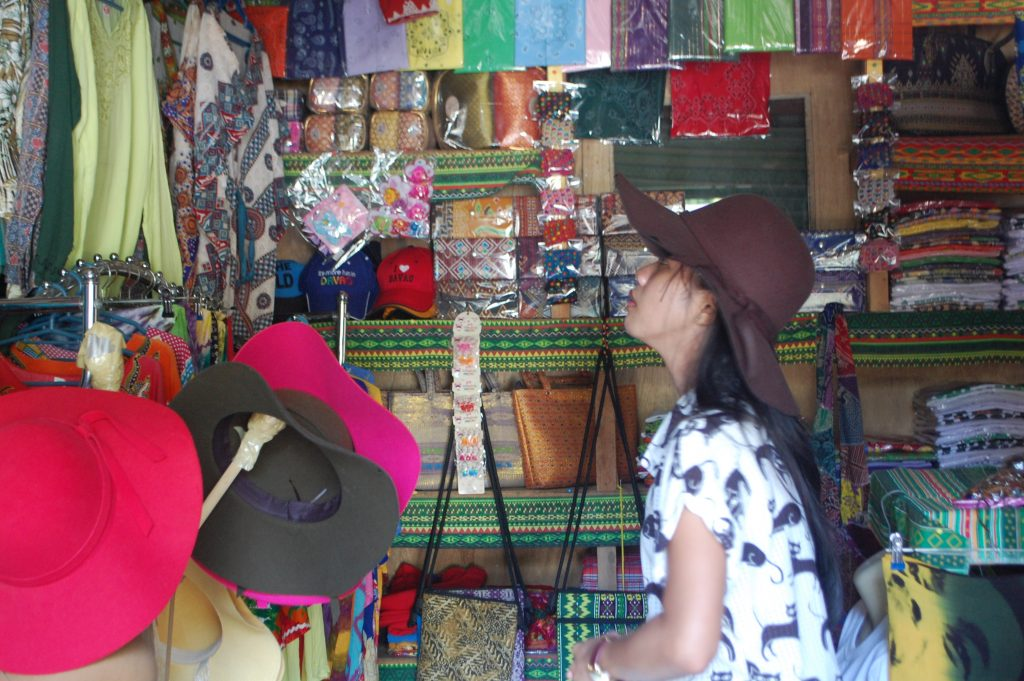 """ALT=""""things to do in davao city food and souvenirs"""""""