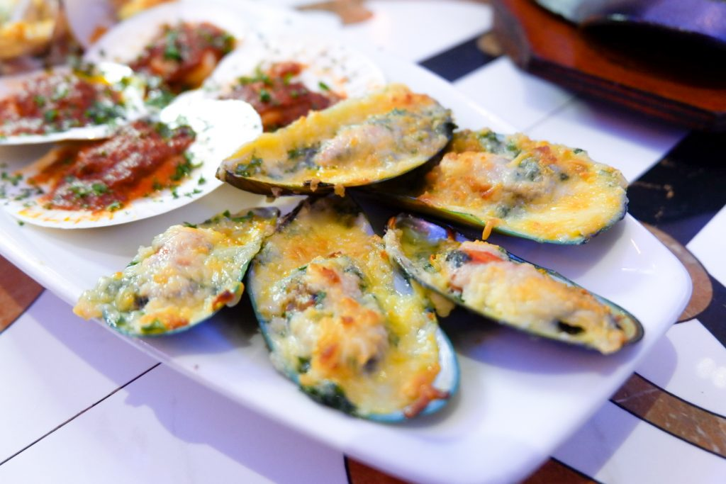 """ALT=""""what to eat in sm bacoor baked seashells"""""""